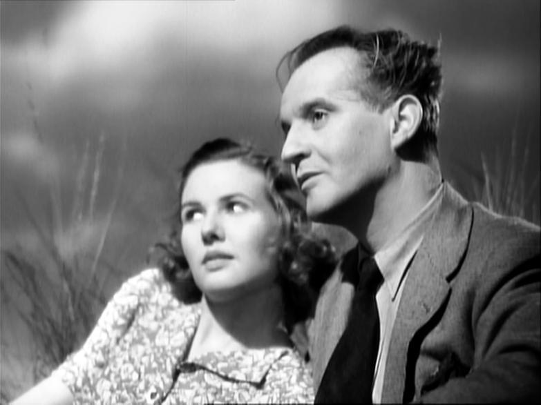 Sheila Sim  + Eric Portman - A Canterbury Tale (1944) grass studio