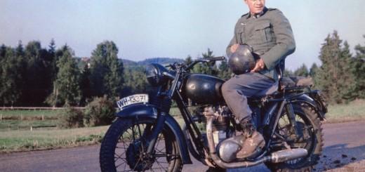 02.1963-Steve-McQueen-con-la-sua-Triumph-ne-La-Grande-Fuga
